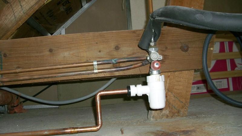 Bricolage d placer le chauffe eau part 1 - Groupe de securite qui goutte en permanence ...
